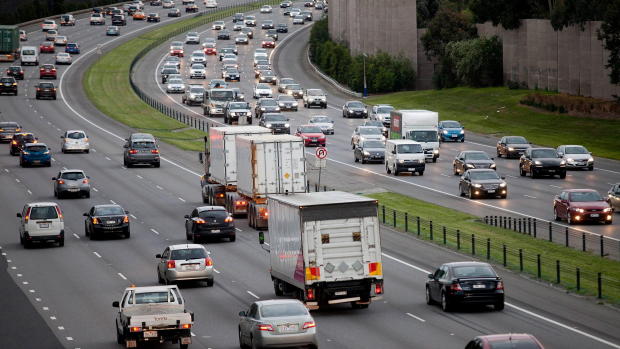 Article image for Monash Freeway closed outbound following multi-vehicle smash at Narre Warren