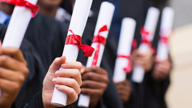 Article image for Australian uni students dragging out their degrees, new figures show