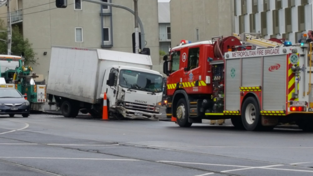 Article image for Truck loses front wheels