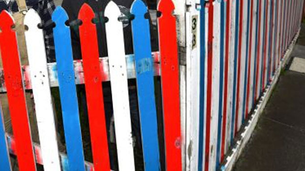 Article image for Ross and John discuss the neighbourhood spat at Malvern East over a fence painted red, white and blue