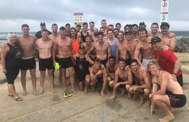 Article image for Quick-thinking footballers help with Sorrento surf rescue