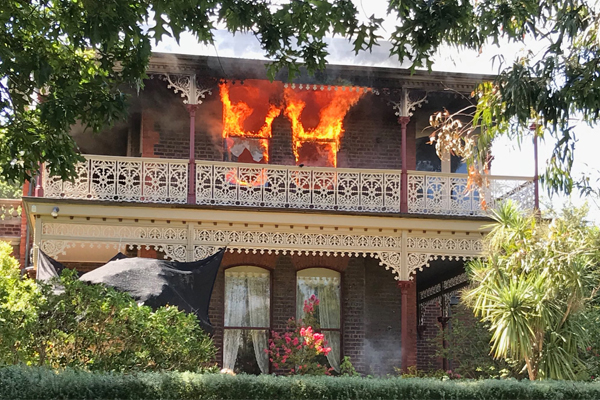Article image for Residents flea as flames burst from Hawthorn East home