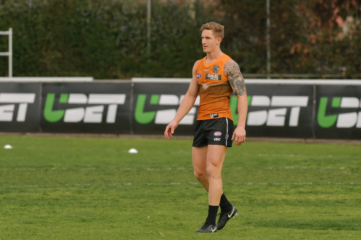 Article image for Hamish Hartlett suffers suspected ACL injury at training