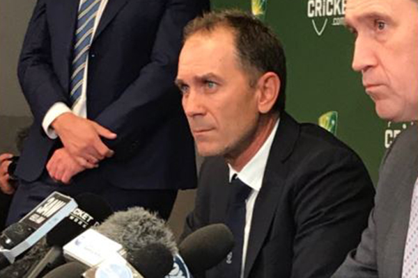 Article image for Justin Langer says he'll welcome back ball-tampering trio