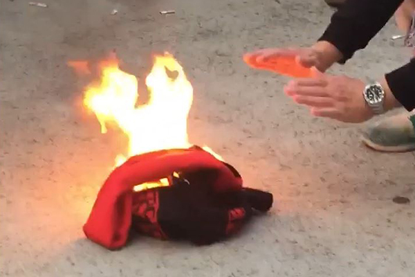 Article image for Bombers fan burns scarf after loss to Carlton