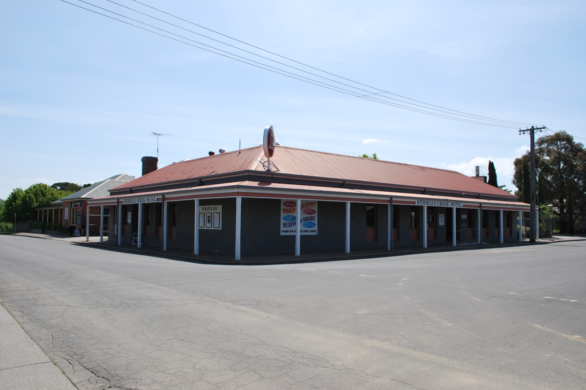Article image for Pub Of The Week: Tony Leonard reviews the Riddells Creek Hotel