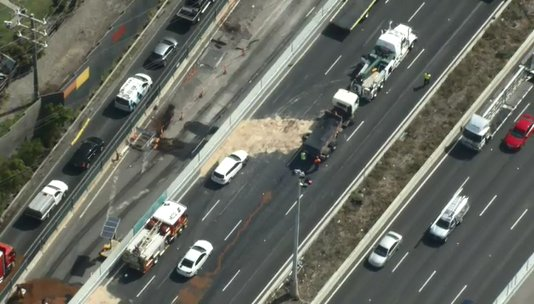 Article image for Traffic chaos eases as West Gate Freeway re-openes following multi-car smash