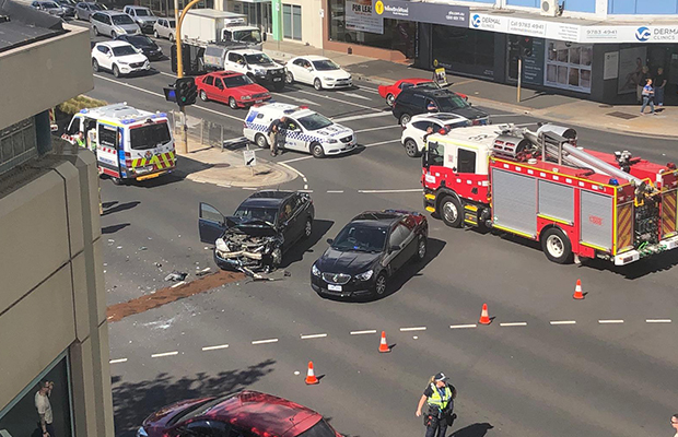 Article image for Nasty smash shuts major Frankston intersection