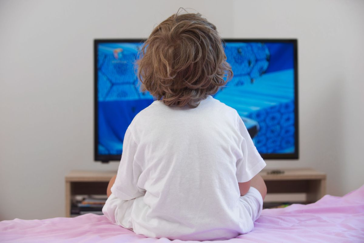 Article image for World Health Organisation recommends tough limits on kids' screen time