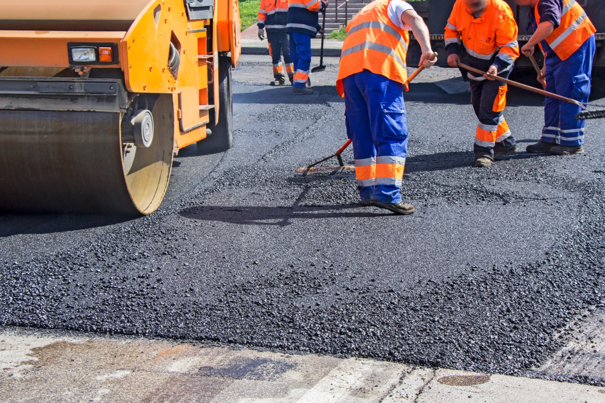 Article image for St Kilda road resurfaced with 800 kilograms of recycled plastic