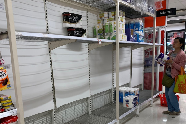 Article image for Woolworths puts a limit on toilet paper purchases as frightened shoppers panic buy