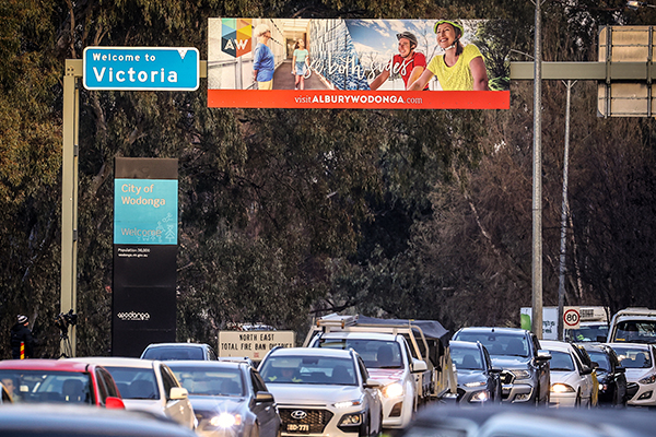 Article image for Politicians push for border closure to be extended in South Australia and NSW
