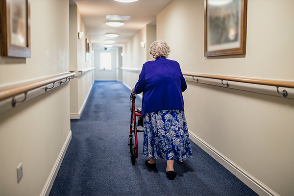 Article image for COVID in aged care: Staff shortage fears as coronavirus deaths mount