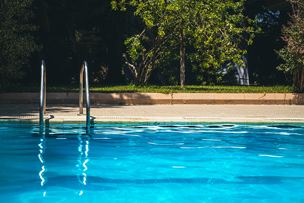 Article image for 'No consistency': Dirty pools pose 'enormous health risks'