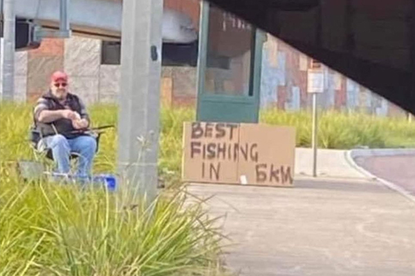 Article image for Melbourne man's cheeky roadside fishing stunt