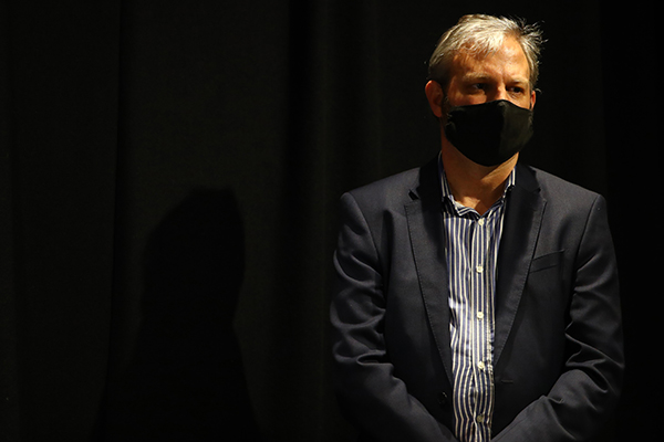 Article image for Victoria's health chief issued with 'please explain' by hotel quarantine inquiry