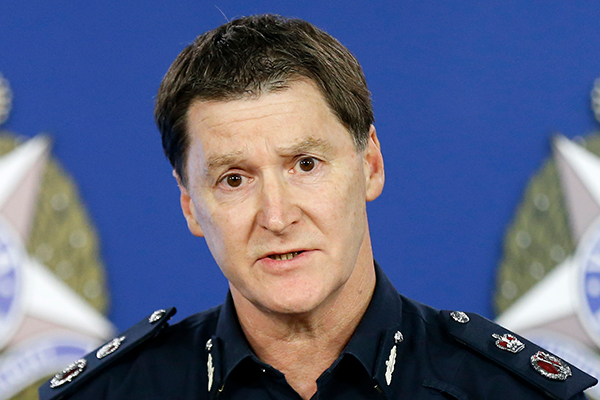 Article image for Top cop says there were 'flare ups' as 'out of control' crowds swarmed St Kilda last night