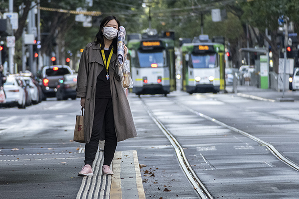 Article image for How epidemiologists think Victoria's mask rules should change
