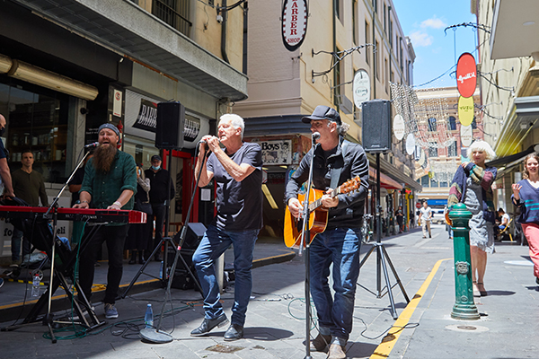 Article image for 'Iconic' musicians pop up for surprise busking performances in the CBD
