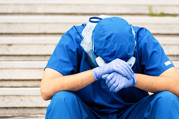 Article image for 'It has only become harder': Overworked and underpaid doctors sue Victorian public hospitals