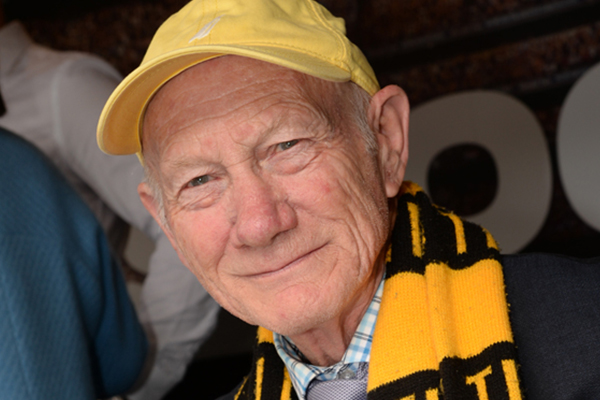 Article image for Mick Warner says the AFL owes Kevin Bartlett an apology