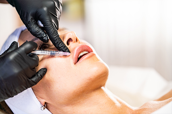 Article image for Lip filler warning: Plastic surgeon cautions against shopping centre injections