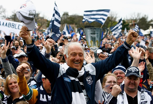 Article image for Tributes flow for Geelong icon