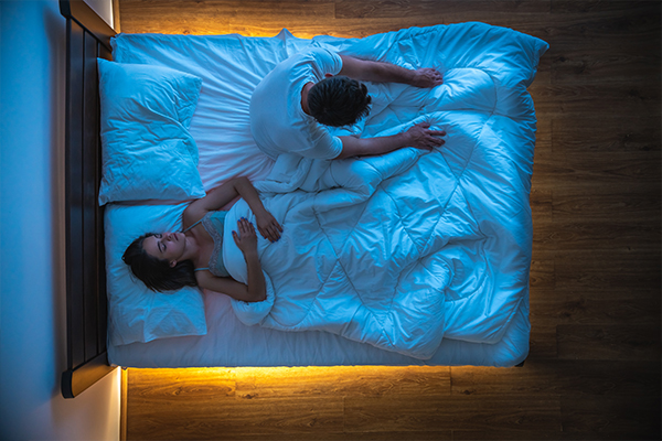 Article image for Why a doctor is telling couples to get a 'sleep divorce'