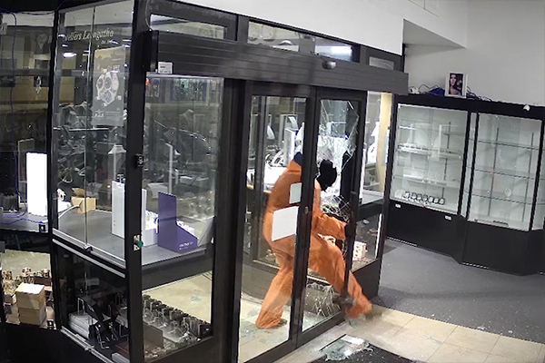 Article image for Police release 'extraordinary' footage of Leongatha jewellery shop burglary