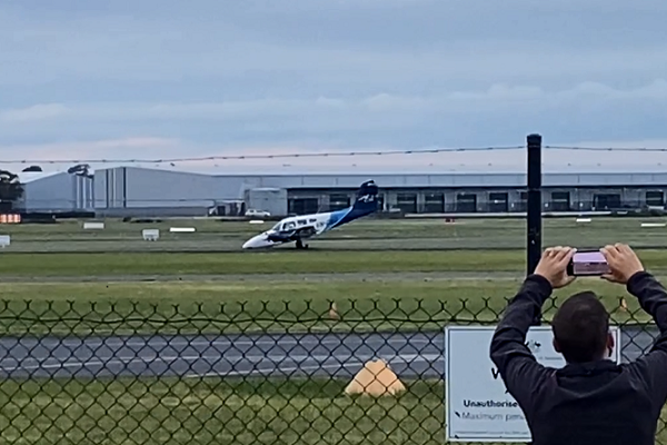 Article image for Small plane makes emergency landing at Moorabbin Airport