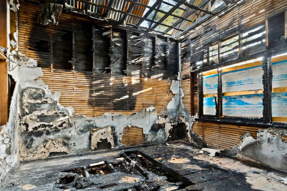 Article image for 'Blank canvas': This real estate listing for a burnt home sums up Melbourne's property market
