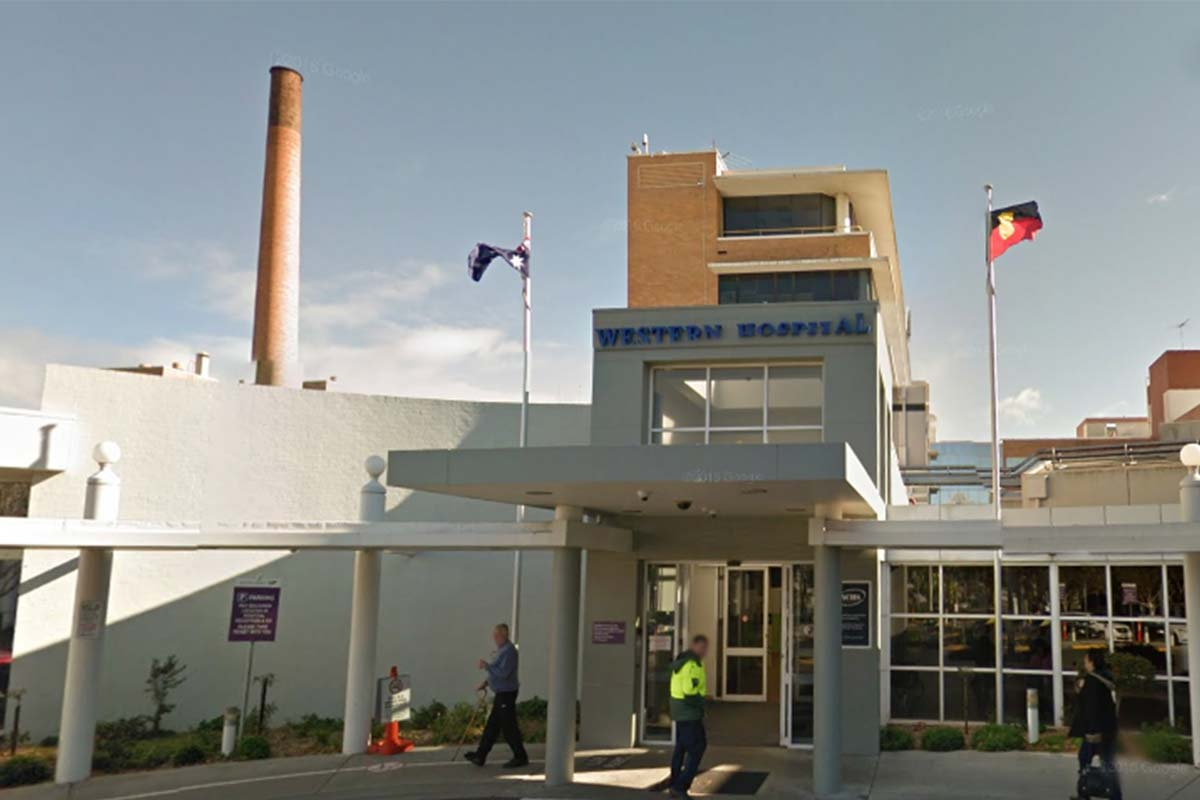 Article image for Two Melbourne hospitals stop accepting new patients due to hundreds of staff in isolation
